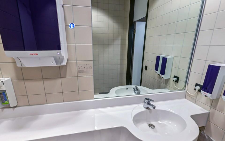 Waschraum in Bürogebäude