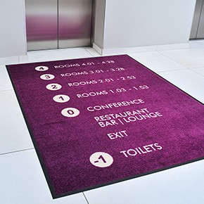 Schmutzfangmatte vor Aufzug