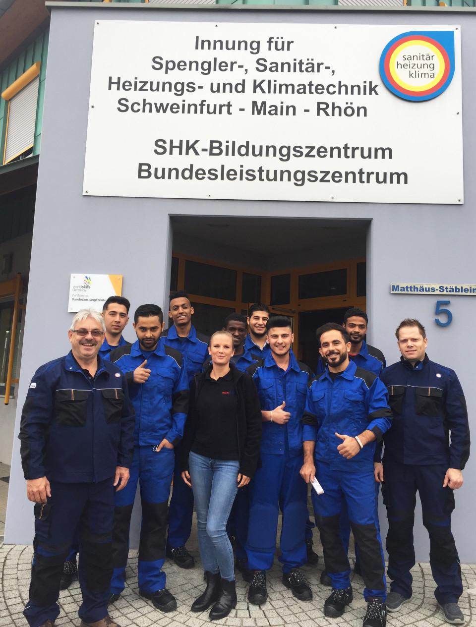 Die Teilnehmer der Berufsorientierung mit Josef Bock, Geschäftsstellenleiter (links) sowie Sandro Hamacher (rechts), Ausbilder der SHK-Innung und des SHK-Bildungszentrums Schweinfurt und CWS-boco Mitarbeiterin Christine Reitz.