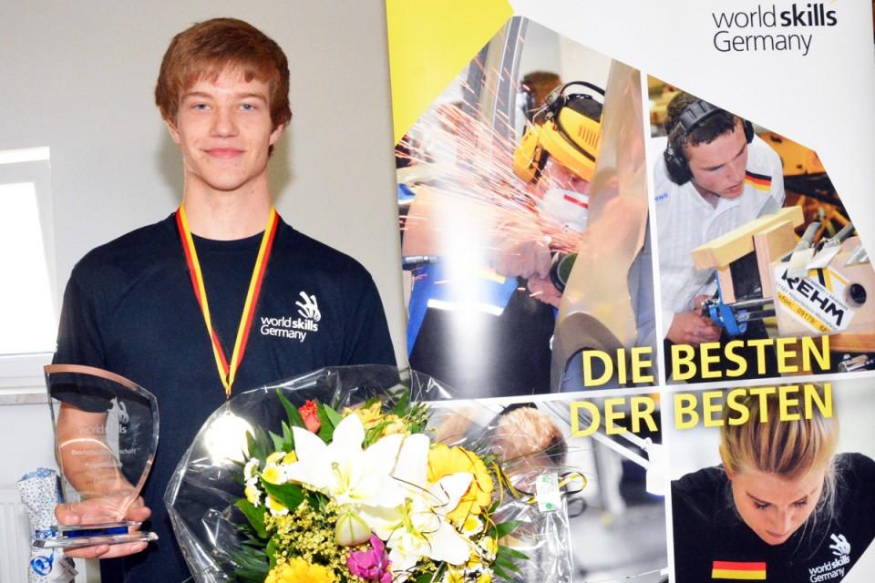 "Bester im Skill ""Polymechanik"": Darius Fauer"